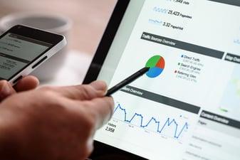 ¿Qué te permite hacer la analítica del sitio web?