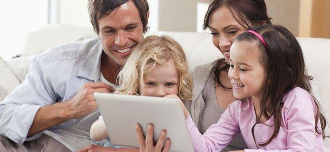 Resultado de imagen de hijos enseñan padres tecnologías